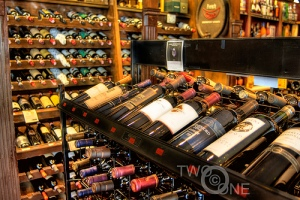 Wine store shelves_2724326932